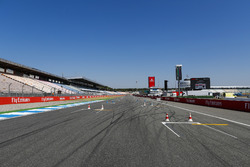 Circuit detail of the pit straight and first corner