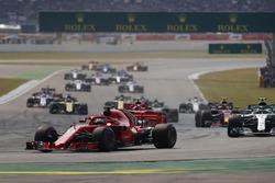 Себастьян Феттель, Ferrari SF71H, лідирує настарті