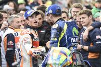 Le vainqueur Marc Marquez, Repsol Honda Team, le deuxième, Valentino Rossi, Yamaha Factory Racing