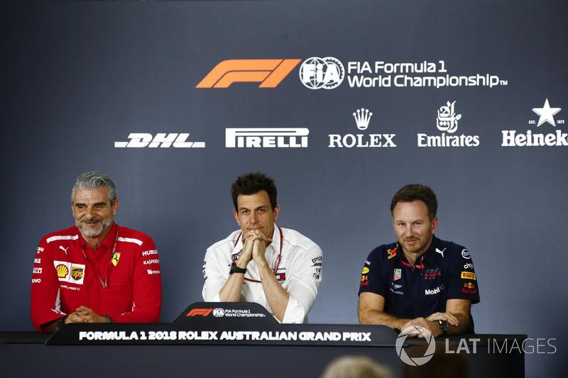 Maurizio Arrivabene, Team Principal, Ferrari, Toto Wolff, Executive Director (Business), Mercedes AM