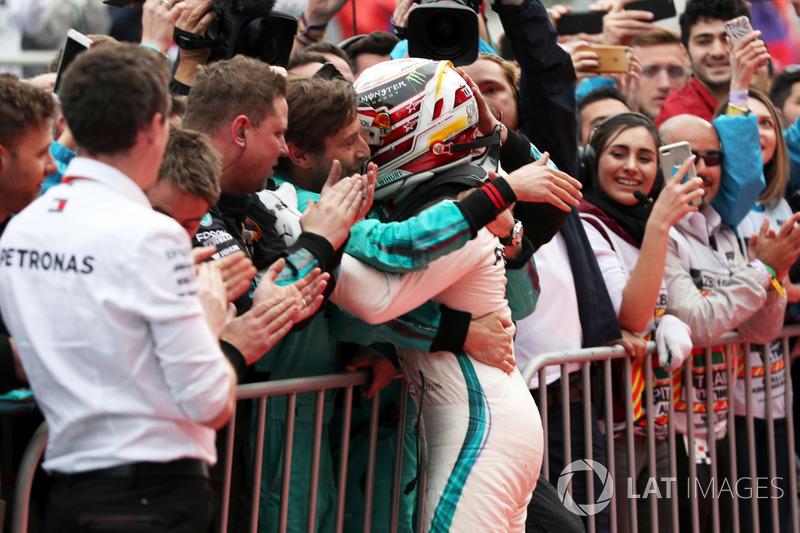 Yarış galibi Lewis Hamilton, Mercedes-AMG F1, parc ferme