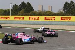Lance Stroll, Williams FW41 Mercedes, Esteban Ocon, Force India VJM11 Mercedes, y Sergio Perez, Force India VJM11 Mercedes