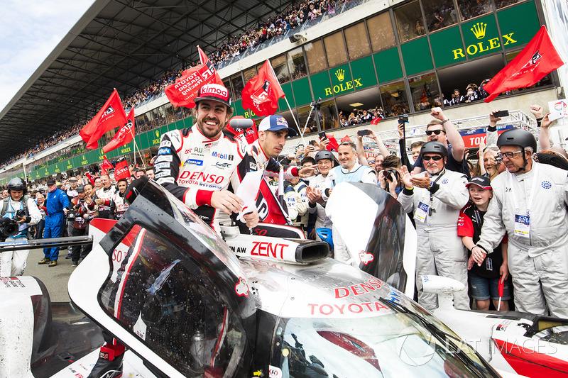 Les vainqueurs, l'équipage #8 Toyota Gazoo Racing Toyota TS050 : Sébastien Buemi, Kazuki Nakajima, Fernando Alonso