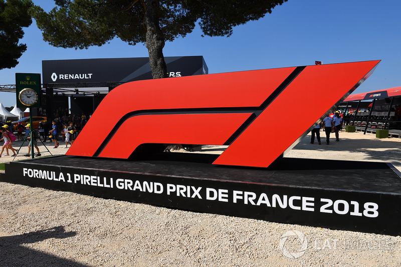 F1 logo at Fanzone