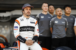 Fernando Alonso, McLaren, at the McLaren team photo call