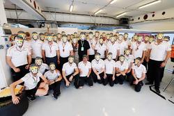 Fernando Alonso, celebración de cumpleaños de McLaren