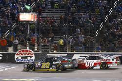 Erik Jones, Joe Gibbs Racing Toyota and Cole Custer, Stewart-Haas Racing Ford green flag start