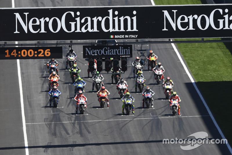Partenza: Valentino Rossi, Yamaha Factory Racing, Andrea Iannone, Ducati Team in prima fila
