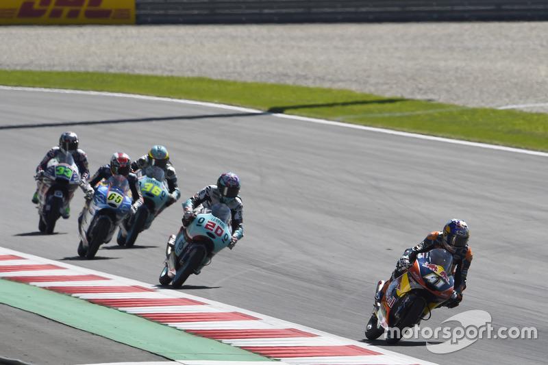 Brad Binder, Red Bull KTM Ajo, KTM leads Fabio Quartararo, Leopard Racing, KTM