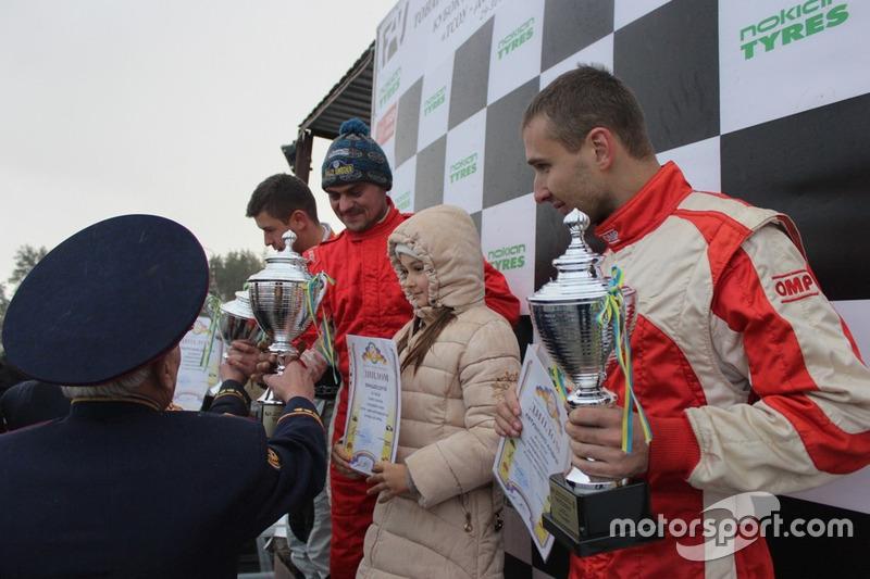Подіум GT Оpen: Сергій Юнашев з донькою, Андрій Євтушенко