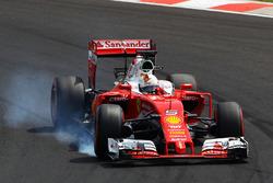 Sebastian Vettel, Ferrari SF16-H se bloquea en la frenada