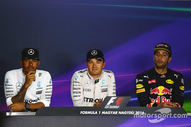 Pressekonferenz: Polesitter Nico Rosberg, Mercedes AMG F1; 2 Lewis Hamilton, Mercedes AMG F1; 3. Dan