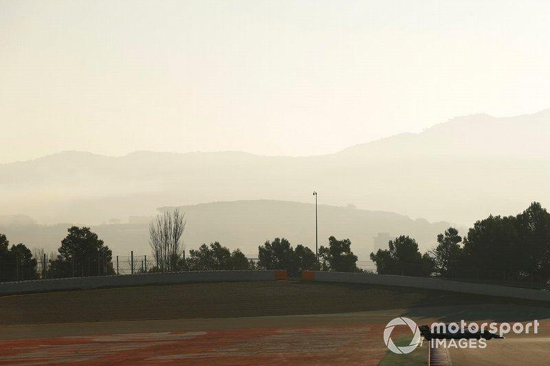 Lewis Hamilton, Mercedes-AMG F1 W10 spins and runs wide