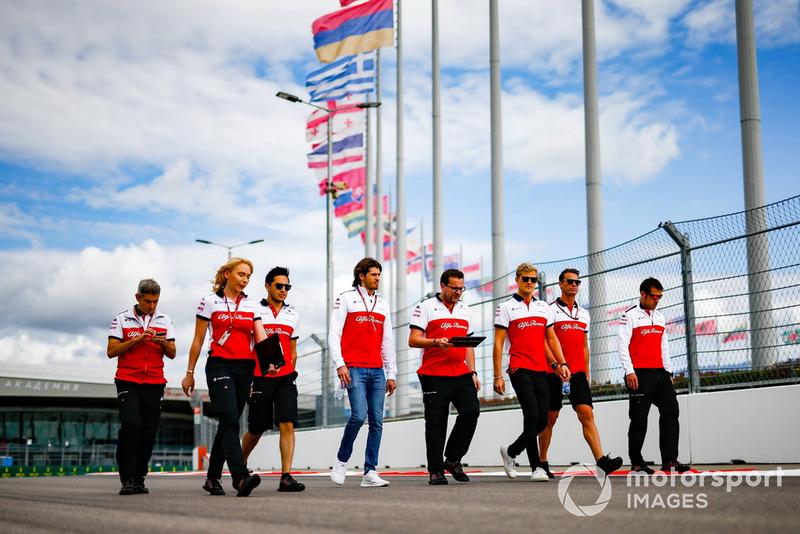 Marcus Ericsson, Sauber and Antonio Giovinazzi, Sauber, walks the track