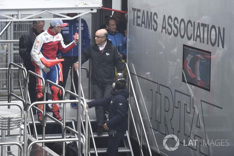 Carmelo Ezpeleta, CEO Dorna Sports, Jack Miller, Pramac Racing, saliendo de la reunión de seguridad