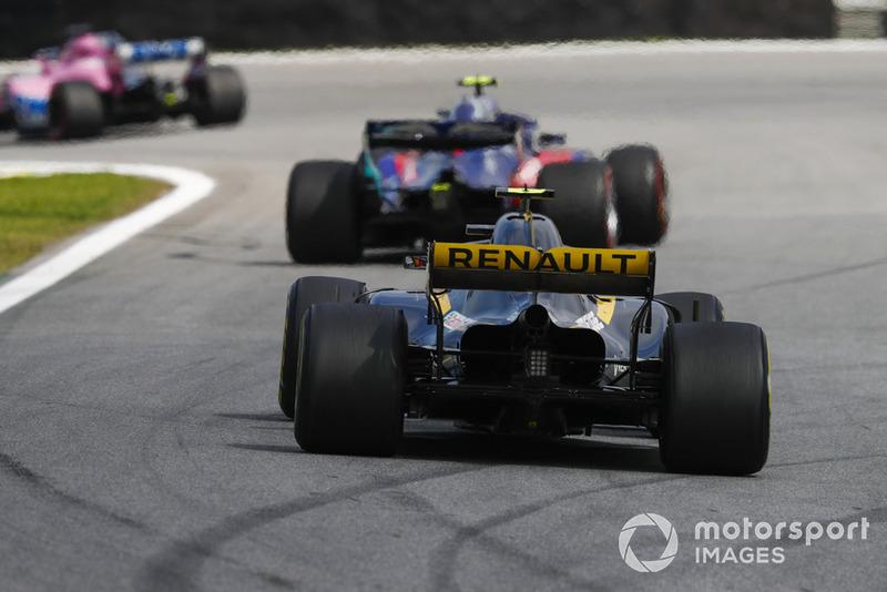 П'єр Гаслі, Scuderia Toro Rosso STR13, та Карлос Сайнс-мол., Renault Sport F1 Team R.S. 18