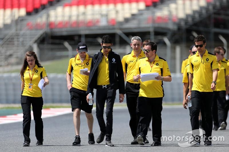 Esteban Ocon, Third Driver, Renault Sport F1 Team and Jolyon Palmer, Renault Sport F1 Team