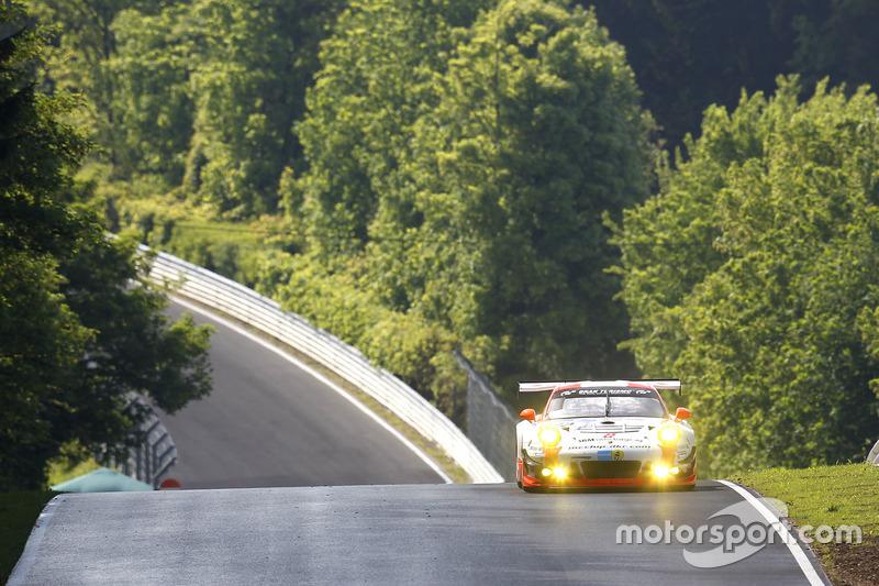 """#12 Manthey Racing, Porsche 911 GT3 R: Otto Klohs, """"Dieter Schmidtmann"""", Jens Richter, Robert Renauer"""