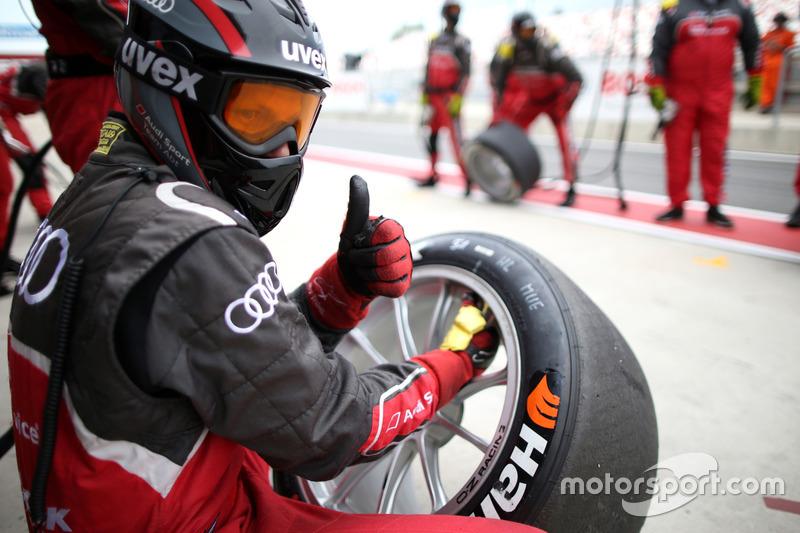 Mechanic of the Audi Sport Team Abt