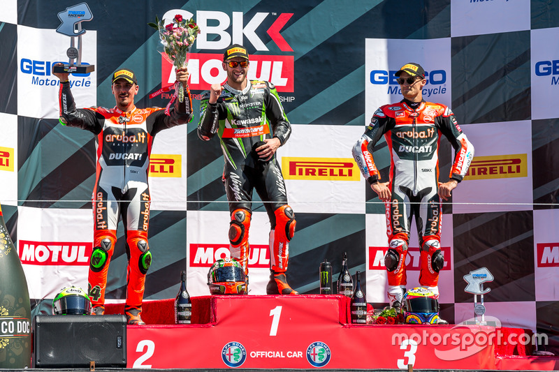Podium carrera domingo: Ganador, Tom Sykes, Kawasaki Racing Team, segundo, Davide Giugliano, Aruba.it Racing - Ducati, tercero, Chaz Davies, Aruba.it Racing - Ducati