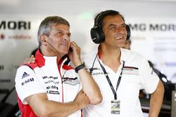 Фриц Энцингер, вице-президент LMP1, Porsche Team, и Михаэль Штайнер, член правления Porsche, ответст