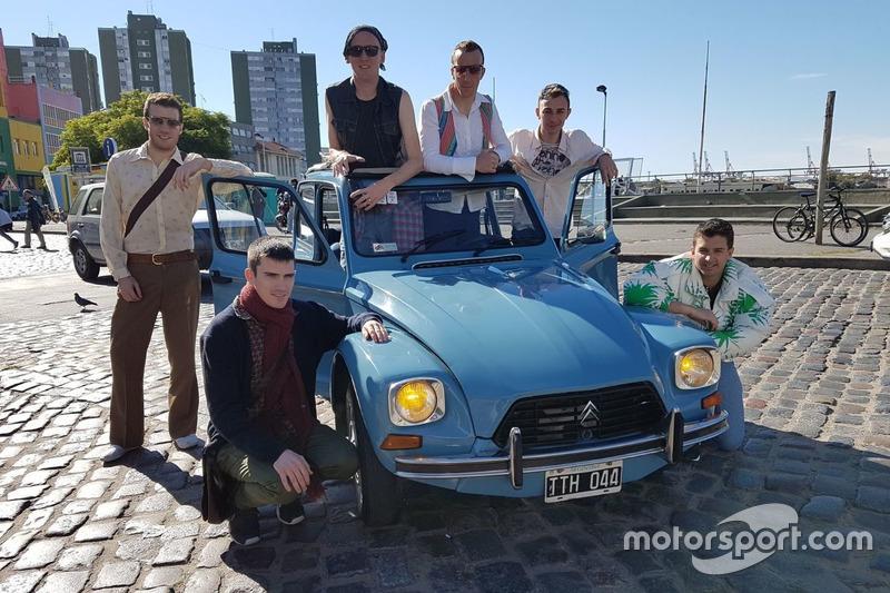 Citroën World Rally Team members with the Citroën Dyane