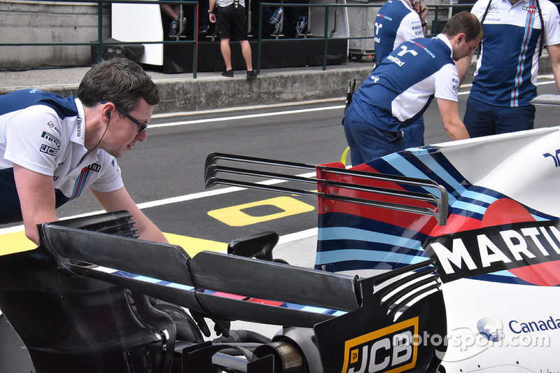 Williams FW40: T-Flügel