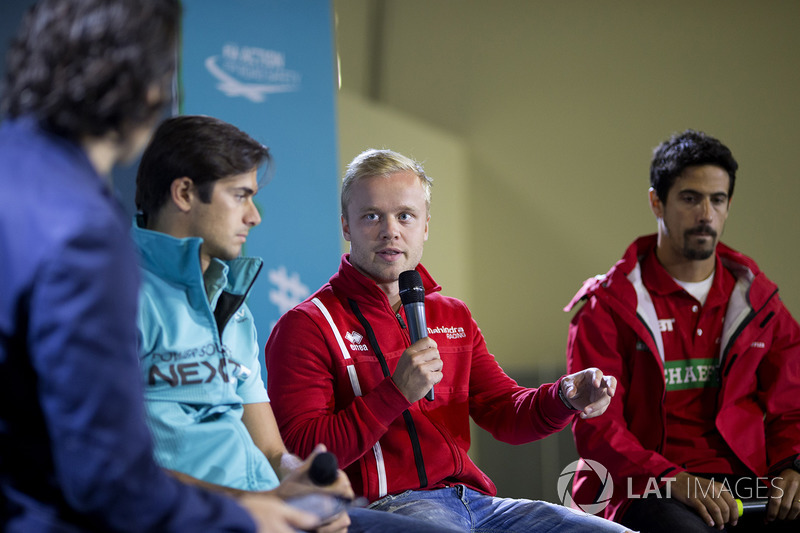 Dario Franchitti con Nelson Piquet Jr., NEXTEV TCR Formula E Team, Felix Rosenqvist, Mahindra Racing, y Lucas di Grassi, ABT Schaeffler Audi Sport