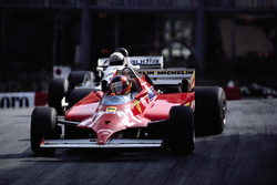 Con 4 vueltas Gilles Villeneuve toma la delantera del Williams de Alan Jones