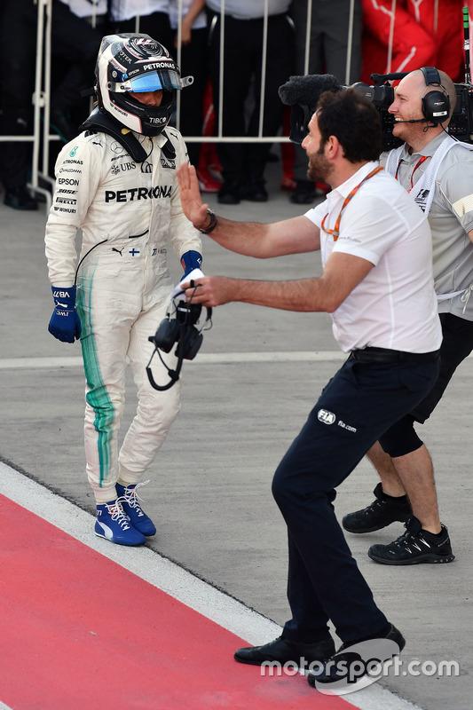 Race winner Valtteri Bottas, Mercedes AMG F1, Matteo Bonciani, FIA Media Delegate