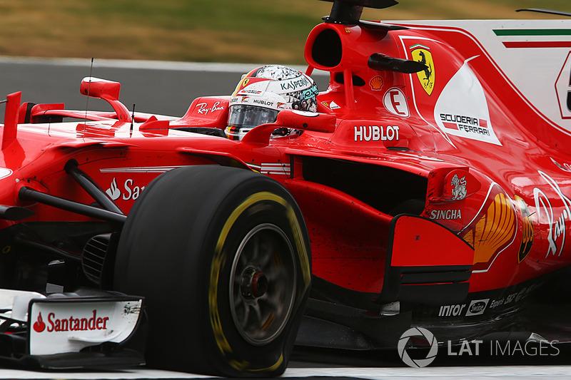 Sebastian Vettel, Ferrari SF70H sufre un pinchazo