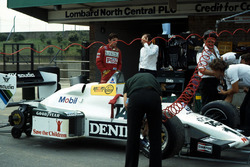 Final preparations are made to the Williams FW08C prior to Ayrton Senna, testing it for the first time