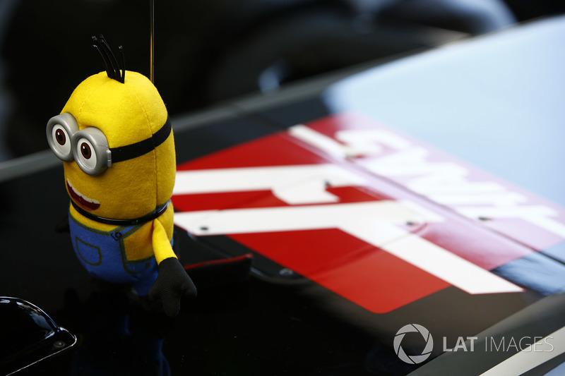 Посіпака на Haas F1 Team VF-17 Кевіна Магнуссена