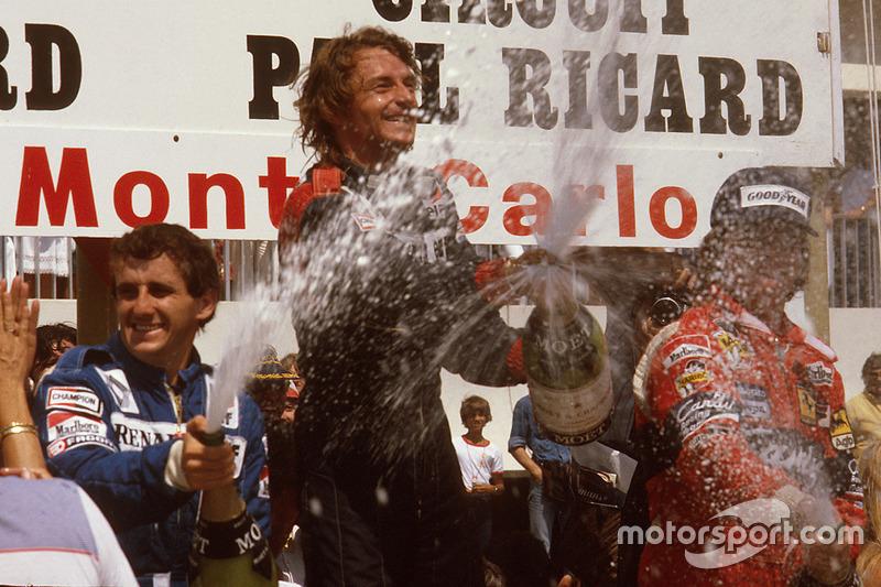 Podio: ganador de la carrera René Arnoux, Renault, segundo lugar Alain Prost, Renault y tercer lugar Didier Pironi, Ferrari