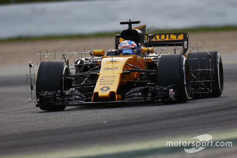 Jolyon Palmer, Renault Sport F1 Team RS17, carries sensor equipment