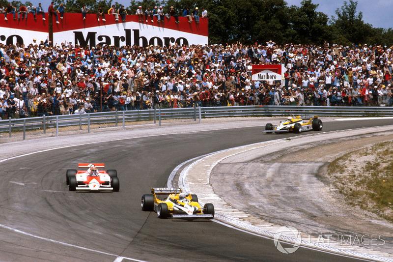 Alain Prost, Renault RE30, lidera sobre John Watson, McLaren MP4/1 Ford, René Arnoux, Renault RE30