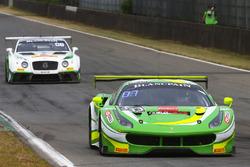 #333 Rinaldi Racing Ferrari 488 GT3: Александер Матшуль, Даніель Кляйвіц