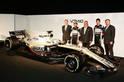 Andy Green, Sergio Perez Vijay Mallya, Esteban Ocon and Otmar Szafnauer with the Sahara Force India VJM10