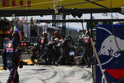 Romain Grosjean, Haas F1 Team VF-17 in the pits