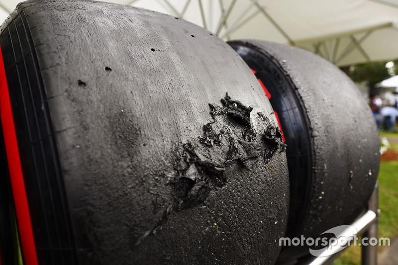 Zerstörte Oberfläche eines Reifen