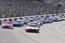 Matt Kenseth, Joe Gibbs Racing, Toyota; Ryan Blaney, Wood Brothers Racing, Ford