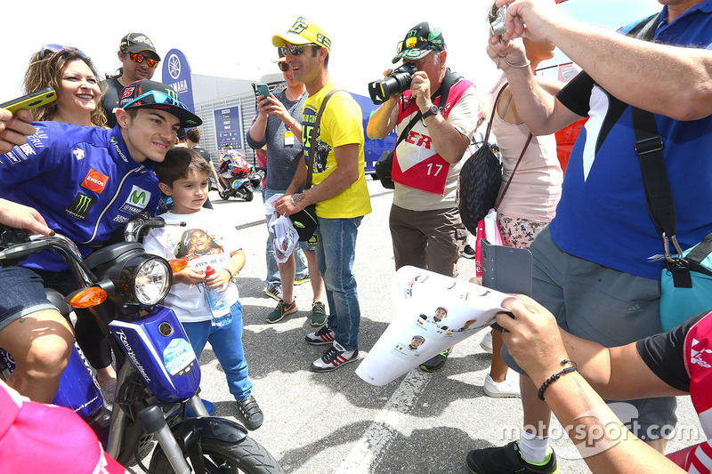 Maverick Viñales, Yamaha Factory Racing with fans
