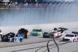 Big One: Crash mit Chase Elliott, Hendrick Motorsports, Chevrolet; A.J. Allmendinger, JTG Daugherty Racing, Chevrolet; Ausin Dillon, Richard Childress Racing, Chevrolet; Joey Logano, Team Penske, Ford