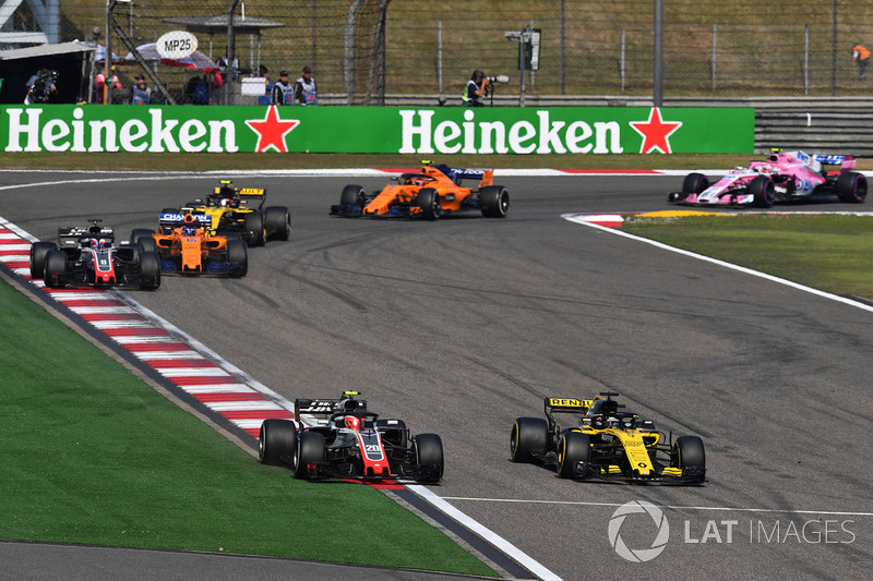 Kevin Magnussen, Haas F1 Team VF-18 lotta con Nico Hulkenberg, Renault Sport F1 Team R.S. 18