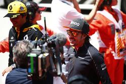 Carlos Sainz Jr., Renault Sport F1 Team, and Fernando Alonso, McLaren