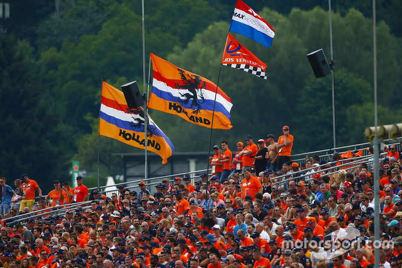 La grande foule pour soutenir Max Verstappen, Red Bull Racing