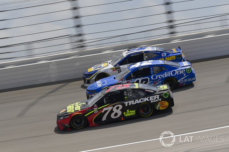 Martin Truex Jr., Furniture Row Racing, Toyota Camry 5-hour ENERGY/Bass Pro Shops, Kyle Larson, Chip Ganassi Racing, Chevrolet Camaro Credit One Bank, Chase Elliott, Hendrick Motorsports, Chevrolet Camaro NAPA Auto Parts