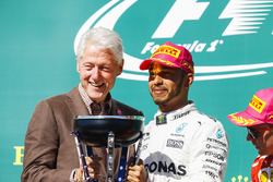 Race winner Lewis Hamilton, Mercedes AMG F1 on the podium from Former US President Bill Clinton