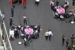 Sergio Perez, Force India VJM11 ve Esteban Ocon, Force India VJM11