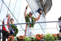 Podio LMGTE Pro: il vincitore Laurens Vanthoor, Porsche GT Team